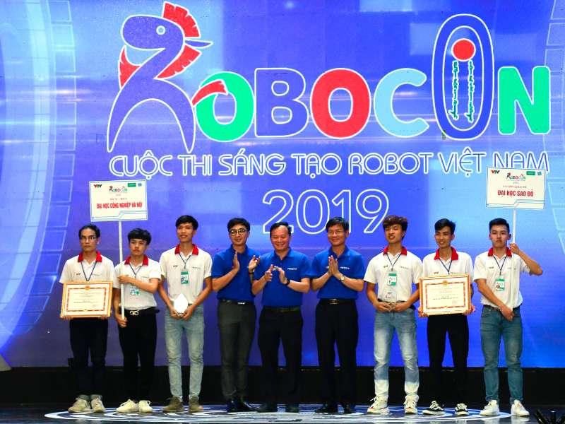 """Đại học Công nghiệp Hà Nội giành giải """"Đội có ý tưởng sáng tạo nhất"""" và giải Ba Cuộc thi Sáng tạo Robot Việt Nam 2019"""